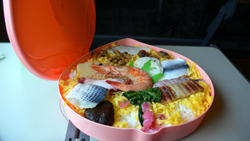桃太郎祭りずし弁当2